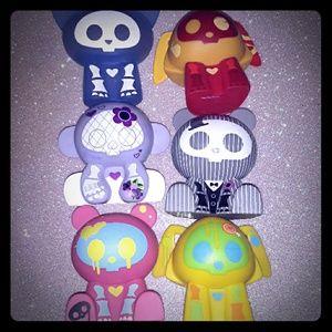 ❗bundle to save❗6 Skelanimals vinyl figures/toys